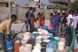 VIDEO: भीलवाड़ा की सड़कों में बह रहा चंबल का पानी, लोग प्यासे