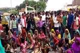 VIDEO: बिजली की समस्या के चलते लोगों ने किया सड़क जाम