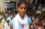 छतरपुर में नए भवन के लिए स्कूल में तालाबंदी कर धरने पर बैठे 400 छात्र