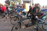 VIDEO: मसूरी में गोल्फ कार्ट का विरोध कर रहे रिक्शा संचालक