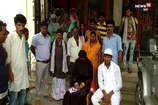 अापत्तिजनक स्थिति में थे प्रेमी जोड़े, ग्रामीणों ने पकड़ करवा दी शादी