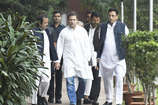 सरकार RTI को कमजोर और बेकार कानून में बदलना चाहती है: राहुल गांधी