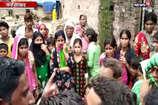 VIDEO: फर्रुखाबाद में गड्ढे में डूबने से 2 छात्राओं की मौत
