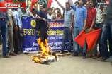 VIDEO: मुजफ्फरपुर में शिक्षकों को नहीं मिल पा रहा वेतन, सीएम का पुतला फूंका