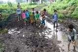 VIDEO: 50 सालों से नहीं है सड़क, गांव के हालात हुए बदतर