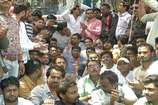 VIDEO: इंदौर में यूथ कांग्रेस ने निकाली मशाल रैली, पुलिस ने दर्ज किया केस