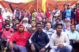 VIDEO: इस वजह से रेलवे के खिलाफ लोगों ने किया प्रदर्शन