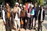 चुनाव में हार से बौखलाए दबंगों ने किया ग्रामीणों का रास्ता बंद