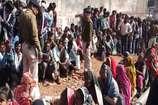 VIDEO: गुना में नहीं मिल रहा है किसानों को खाद, विरोध प्रदर्शन