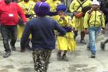 VIDEO: गुरु पर्व पर मंडी में गतका कला का प्रदर्शन देखने उमड़े लोग