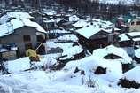 VIDEO: मनाली में बर्फबारी के बाद ठंड का कहर जारी, सड़क पर फिसलन बढ़ी