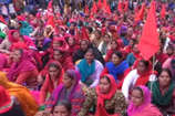 VIDEO: हमीरपुर की सड़कों पर महंगाई और श्रम विरोधी नीतियों के खिलाफ में उतरे मजदूर