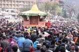 VIDEO: कुल्लू में भगवान रघुनाथ की रथयात्रा से होली का आगाज, 40 दिनों तक रहेगा जारी