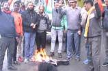 VIDEO: अल्मोड़ा में पूर्व सैनिकों और संगठनों ने पाक का फूंका पुतला