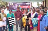 VIDEO: दिल्ली के प्रदर्शनी मेले के लिए पांच महिलाएं रवाना