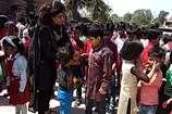 VIDEO: देखें धौलपुर में नन्हें-मुन्ने बच्चों ने किस तरह से मनाई होली