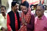 VIDEO: अनुराग ठाकुर ने जीत का चौका लगाने के लिए कुलदेवी के आगे शीश नवाया