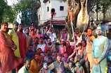VIDEO: शक्तिपीठ मां ज्वालामुखी मंदिर के पुजारियों ने छड़ी यात्रा निकाल कर मनाई होली