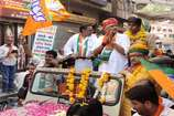 VIDEO: बीजेपी प्रत्याशी गजेंद्र सिंह शेखावत ने रोड शो करके दिखाई ताकत