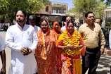 VIDEO: भाजपा की प्रदेश मंत्री रहीं सरोज प्रजापत ने भरा निर्दलीय के रूप में पर्चा