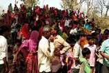 VIDEO: बाबा रामदेव मंदिर में पूजा को लेकर दो गुट भिड़े, दर्जन भर घायल