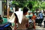 बिहार: पिता को कंधे पर ले जाना पड़ा 7 साल के बेटे का शव