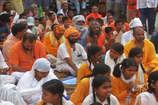 भरतपुर के मिनी सचिवालय में साधु संतों ने किया अनोखा प्रदर्शन