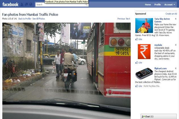 लेकिन अब अपने ही लोगों की तस्वीरें देख देख कर ट्रैफिक पुलिस के लोग परेशान हैं। तीन गुना जुर्माना मांगे तो किससे और कैसै।