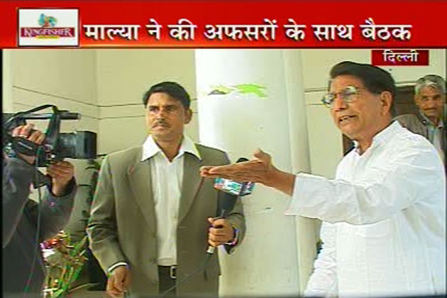 इसपर मंत्री जी संवाददाता को अपने तर्क देने लगे।