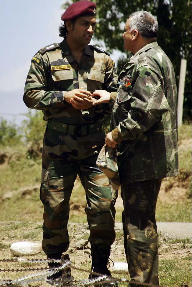 सेना के एक अधिकारी ने बताया कि धोनी यात्रा के अगले चरण में सियाचिन ग्लेशियर भी जाएंगे। धोनी की कश्मीर यात्रा सात जून को खत्म होगी।