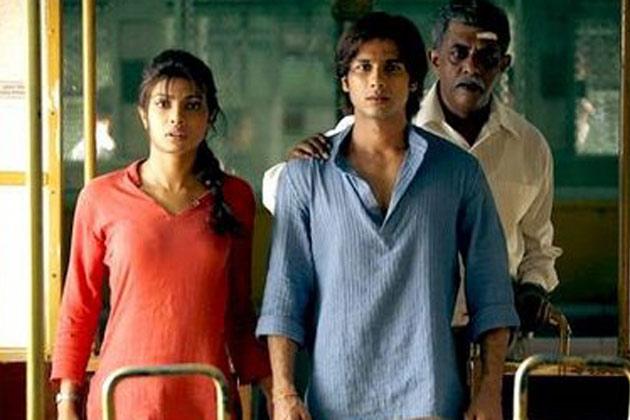 प्रियंका और शाहिद इन दिनों फिल्म के प्रमोशन में बहुत व्यस्त हैं।