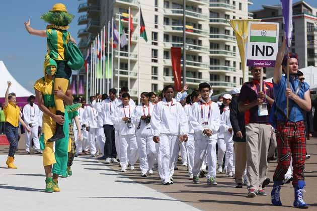 ओलंपिक-2012 के लिए भारतीय एथलीटों का दल लंदन के खेल गांव पहुंच गया है। नेशनल यूथ थियेटरों ने रंगारंग कार्यक्रम प्रस्तुत कर भारतीय दल का स्वागत किया। इसी के साथ खेल गांव में तिरंगा लहराने लगा है। तस्वीरों में देखें कैसी रही भारतीय दल की अगवानी। (Getty Images)