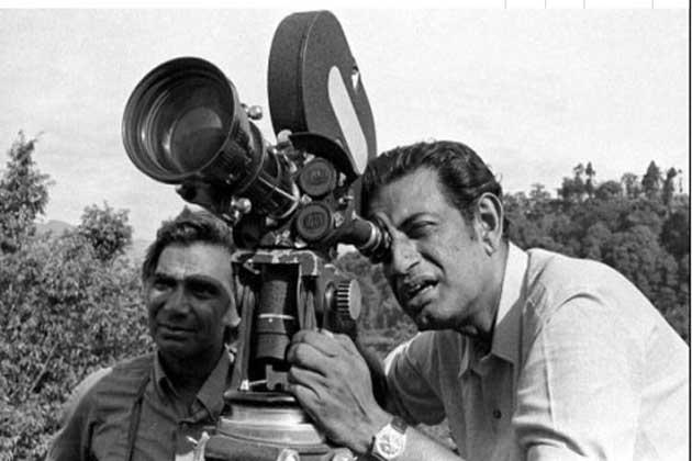 सिनेमा में अहम योगदान के लिए 1992 में फिल्म निर्देशक सत्यजीत रे को ऑस्कर मिला।