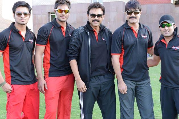 <br /><br />तेलुगु वारियर्स के कप्तान और दक्षिण के सुपरस्टार वेंकटेश मैच से पहले अपनी टीम के साथ अभ्यास करते हुए।<br />