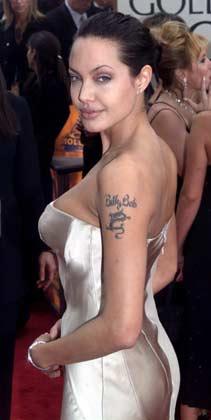ब्रेवरी हिल्स नें गोल्डन ग्लोब अवार्ड समारोह में पोज देती हुई एंजेलिना जोली