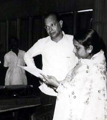 बंगाली फिल्म निर्माता तपन सिन्हा।