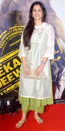 बॉलीवुड अभिनेत्री तब्बू भी प्रीमियर के दौरान दिखाई दीं।
