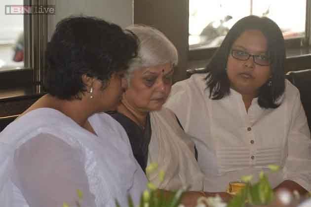 अभिनेता सदाशिव की पत्नी और उनकी बेटियां।