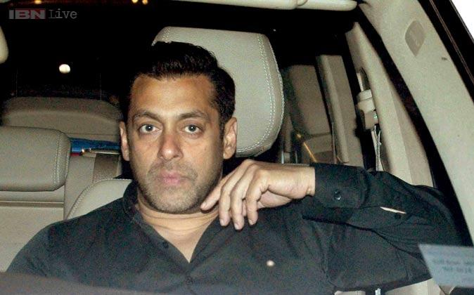 फिल्मफेयर में सलमान खान पहुंचे।