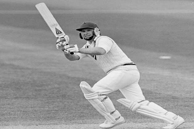 इंग्लैंड के डेनिस एमिस के नाम वर्ल्ड कप में पहला शतक लगाने का रिकॉर्ड है। साल 1975 के वर्ल्ड कप में भारत के ख़िलाफ उन्होंने 137 रनों की पारी खेली थी।