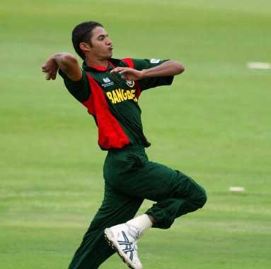 बांग्लादेश के तल्हा जुबैर सबसे कम उम्र में वर्ल्ड कप खेलने वाले खिलाड़ी हैं। साल 2003 के वर्ल्ड कप में वो शामिल हुए थे और उस समय उनकी उम्र 17 साल और सात दिन के थे।