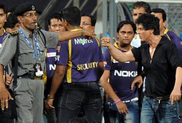 <b>16 मई 2012 --- </b><br /><br />स्पॉट फिक्सिंग के आरोपों के ठीक बाद मुंबई और कोलकाता के मैच के बाद वानखेड़े स्टेडियम के अफसरों और सुरक्षाकर्मी से भिड़ पड़े शाहरुख खान। उन पर गाली-गलौच और धमकी देने के आरोप लगे। इसके बाद मुंबई क्रिकेट एसोसिएशन ने शाहरुख खान पर पांच साल तक स्टेडियम में घुसने पर पाबंदी लगा दी।
