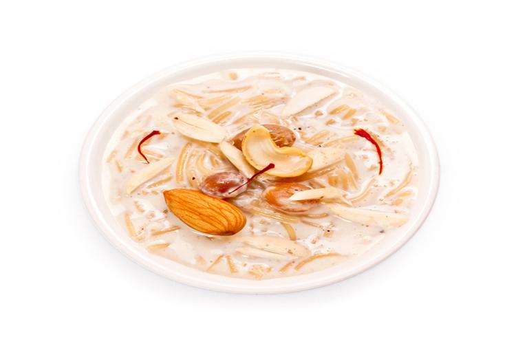 मीठी सेवइयां: ईद पर सेवइयों की खास डिमांड होती है. दूध और सेवईं से बना ये पकवान सिर्फ मुस्लिमोंके लिए नहीं, पूरे भारत में इसकी खासी मांग है.