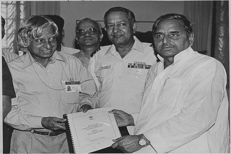 मुलायम सिंह यादव ने सन 2002 में राष्ट्रपति पद के चुनाव में पहले तो वामदलों के साथ लक्ष्मी सहगल का समर्थन किया, पर बाद में मुलायम ने पलटी मारते हुए एनडीए के उम्मीदवार डॉ एपीजे अब्दुल कलाम का समर्थन किया।