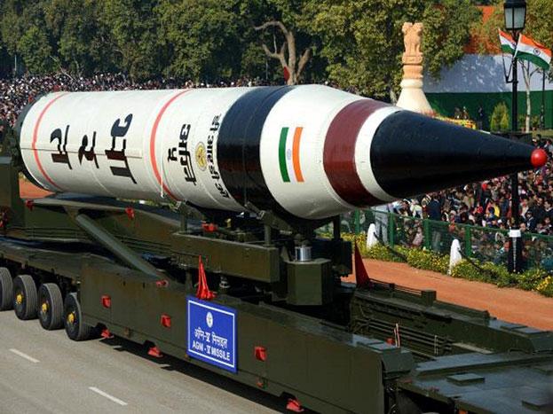 अग्नि-5: इसे किलर मिसाइल भी कहा जाता है. अग्नि-5 इंटरकॉन्टिनेंटल बैलिस्टिक मिसाइल है जिसकी मारक क्षमता 8 हजार किलोमीटर तक है और ये एक हजार किलो तक का परमाणु हथियार ले जाने की भी ताकत रखती है.