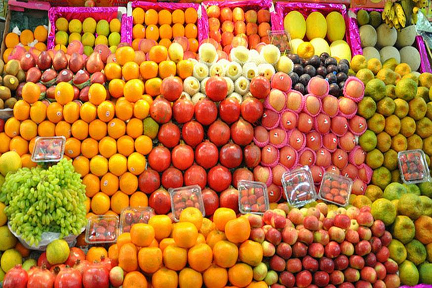 डाइट प्लान के पहले दिन कुछ हेल्दी और हल्के आहार लेने चाहिए, जिसमें केवल फ्रूट्स होने चाहिए. आपको दिनभर में फल के अलावा कोई और चीज नहीं खानी है. फलों में केला ना खाएं. बाकी सारे फल खा सकते हैं और खूब सारा पानी पियें.