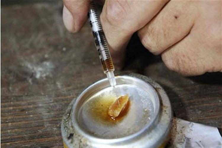हेरोइन: प्रति ग्राम 55 यूरो की कीमत है. तो प्रति 10 ग्राम के लिए 550 यूरो. यानि सोने से दोगुना महंगा.