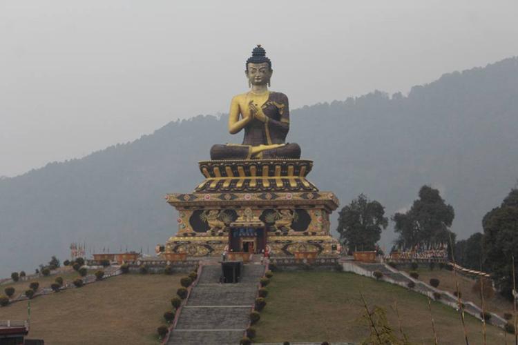 गंगटोक के प्रमुख आकर्षणों में से एक है दो द्रूल चोर्टेन. इसे सिक्किम का सबसे महत्वकपूर्ण स्तूोप माना जाता है. दो द्रूल चोर्टेन की स्थाेपना त्रुलुसी रिमपोचे ने 1945 ई. में की थी. त्रुलुसी तिब्बदतियन बौद्ध धर्म के नियंगमा सम्प्र दाय के प्रमुख थे.