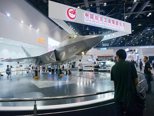 एच-6के स्ट्रेटेजिक बमवर्षक: यह युद्धक चीन को लंबे युद्ध में जोरदार क्षमता प्रदान करता है. इसमें अमेरिकी कैरियर युद्ध समूहों और एशिया में मुख्य निशानों पर हमले की क्षमता है. यह परमाणु हमला भी कर सकता है. चीन के पास चौथी पीढ़ी की आधुनिक लड़ाकू विमानों की संख्या 747 से कहीं अधिक है. जबकि भारत के पास ये संख्या सिर्फ 280 की है. इसी बात से चीन की ताकत का अंदाजा लगाया जा सकता है.