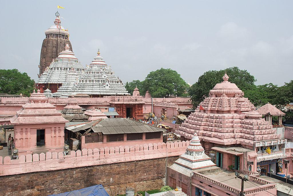 जगन्नाथ पुरी मंदिर के बारे में आप जानते ही होंगे और शायद वहां गए भी होंगे लेकिन इस मंदिर से जुड़ी कुछ ऐसी बातें कहीं जाती हैं जो आपको नहीं पता होंगी। जानें इस मंदिर से जुड़ी ये 10 बातें, जो आपको हैरान कर देंगी। (Photo - getty images)